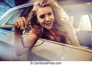 hübsch, dame, reiten, in, a, limousine