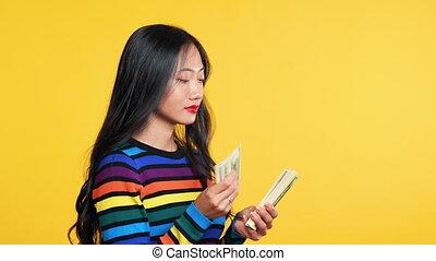 hübsch, geld, zählen, frau, asiatisch