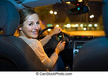 hübsch, junge frau, fahren, sie, neues auto, nacht