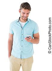 hübsch, junger mann, gebrauchend, seine, smartphone