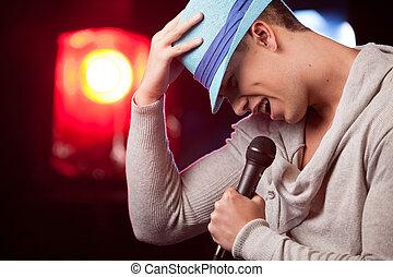 hübsch, kerl, besitz, mic, und, singing., taille, von, mann...