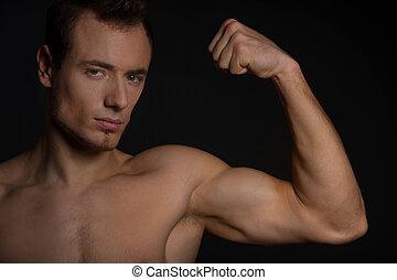 hübsch, mann, ausstellung, seine, muscles., freigestellt, auf, schwarz