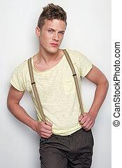 hübsch, posierend, junger mann