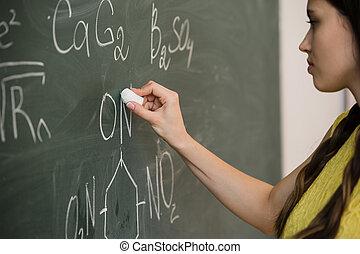 hübsch, schueler, tafel, junger, schreibende, hochschule, tafel, weibliche , während, chemie klasse