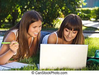 ha, lycklig, ung, nöje, dator, flickor, användande