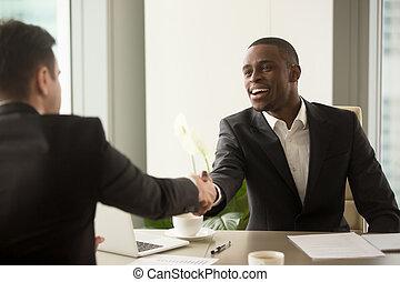 ha, negócio, caucasiano, atraente, sócio, africano, homem negócios