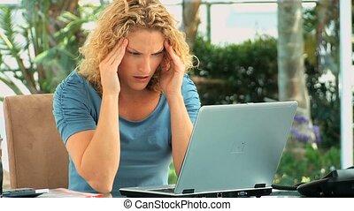 haar, draagbare computer, vrouw, voorkant, moe