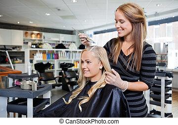 haar- färbung, an, schönheit salon