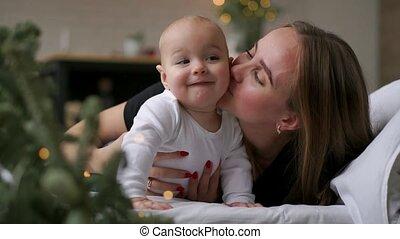 haar, family., bedroom., moeder, baby, spelend, vrolijke