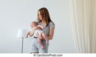 haar, family., slaapkamer, moeder, baby, hartelijk, spelend, vrolijke