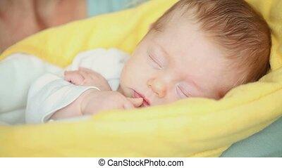 haar, moeder, baby, slapende, kussende