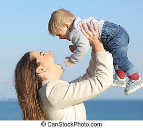 haar, moeder, zoon, buitenshuis, baby, strand, verheffing