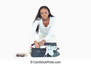 haar, pakking, hebben, koffer, problemen, vrouw, jonge