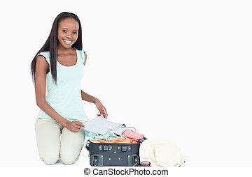 haar, pakking, het glimlachen, koffer, vrouw, jonge