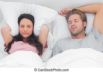 haar, partner, snurken, vrouw, geërgerd