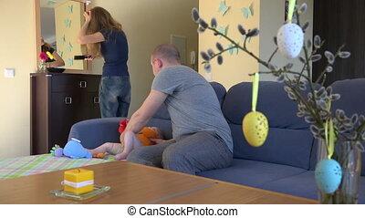 haar, vrouw, vader, pasgeboren, girl., borstel, baby, spiegel., 4k