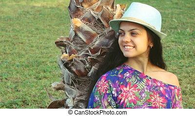 haar, vrouw zitten, summer., jonge, lang, tropische , palmbomen, onder, gelooide