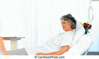 haar, vrouwlijk, verpleegkundige, bezoeken, patiënt