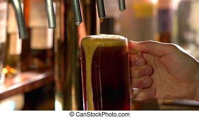 hab, csöpögő, sötét, pohár, sör, lassan, le.