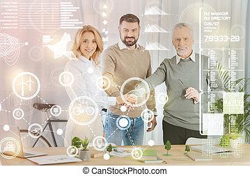 habile, architectes, mettre, leur, mains ensemble, et, regarder, confiant