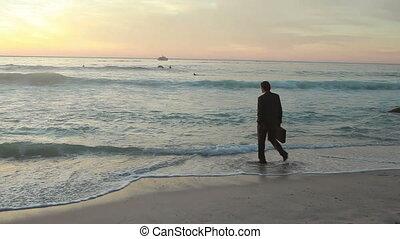 habillé, promenades, puits, homme affaires, océan
