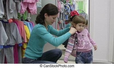 habillement, enfant, achats, magasin, mère