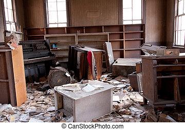 habitación, trashed
