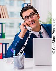 hablar, hombre de negocios, teléfono de la oficina