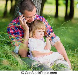 hablar, teléfono, hija, padre