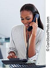 hablar, teléfono, mujer de negocios, étnico, perentorio