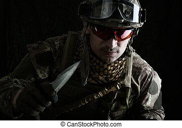 hadi, ember, noha, egy, éles, acél, kés, alatt, övé, kéz