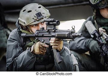 hadi, katona, lövés, egy, támadás kirabol