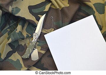 hadsereg, kutya, fekszik, címke, dolgozat, katonai egyenruha, tiszta, álcáz, kés
