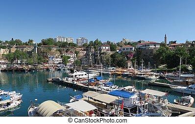 hafen, für, touristen, segeln schiffen, fischer, boote, und, stadt, wände, in, antalyas, oldtown, kaleici, türkei