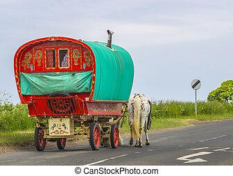 hagyományos, cigány, öreg, vontatott lakókocsi