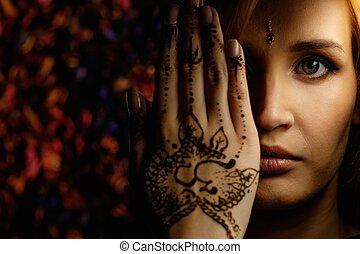 hagyományos, nő, díszítés, hennabokor, mehndi