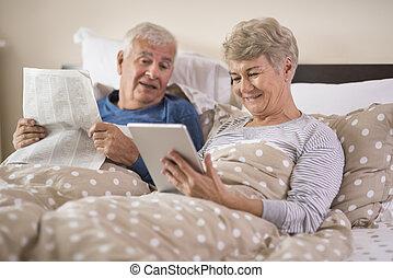 hagyományos, nagyanya, modern, reggel, nagyapa