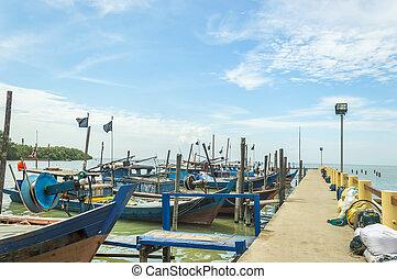 hagyományos, wooden csónakázik, -ban, móló, noha, blue ég