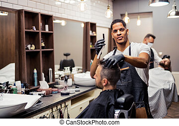 haidresser, shop., visitando, hairstylist, cliente, barbeiro, homem