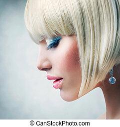 haircut., piękny, dziewczyna, z, zdrowy, krótki, blond włos