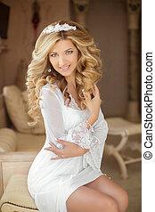 hairstyle., 肖像画, の, a, 美しい, 微笑, bride., 若い女性, ∥で∥, 長い間, 巻き毛の髪, スタイル, そして, 構造, ソファーの上に座る, ∥において∥, 結婚式, day., 現代, style.