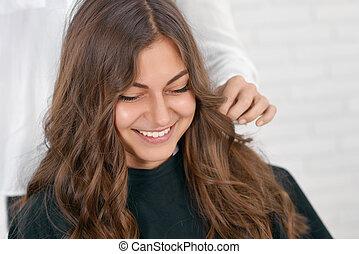 hairstyle., séance, attente, beaty, fille souriante, salon