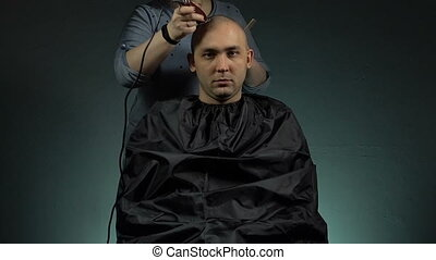 Hairstylist and bald brunette man - Footage of shaving man's...