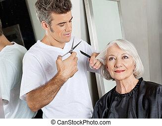 hairstylist, corte, client's, cabelo, em, salão
