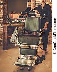 hairstylist, in, a, frisörgeschäft