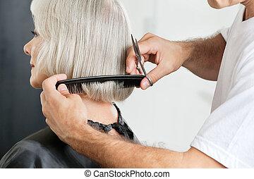 hairstylist, messen, haar länge, vorher, haarschnitt