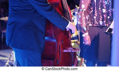 hall., concert, jazz, violoncelle, jouer, homme
