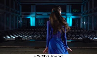 hall., performance., filles, danse, étape, répétition, groupe, moderne, avant, grand, habile, ballerines, auditorium., ballet, jeune, robe, regarder
