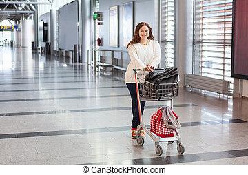 hall., sacs, passager, femme, bagage, aéroport, jeune, attente, traction, hand-cart, long, area., caucasien