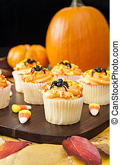 Halloween Cupcakes with Pumpkins - Halloween cupcakes with...